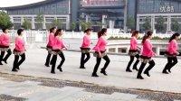 视频: 曲阜舞动人生广场舞,自由舞13步《摇啊摇》QQ群100266291