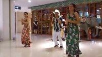 视频: 合肥银泰七楼 菲律宾乐队欢快演唱>U<