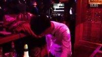 视频: 萤火虫调酒师~青海西宁SoHo Bar吧台秀QQ3146869