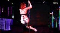 酒吧热舞视频 美女性感钢管舞视频
