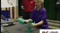 视频: 女服务生的超级快手