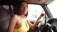 欧美黑人美女开车