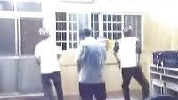 搞笑!3男子跳劲舞! 视频版