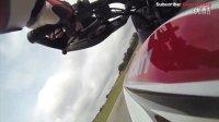 驾驭2013款杜卡迪Hypermotard赛道特技表演