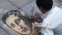 乞丐用粉笔画蒙娜丽莎