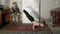 最强壮男童 90度倒立俯卧撑15个 4岁吉尼斯世界纪录