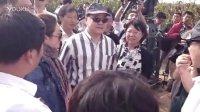秦海璐进组拍摄《红高粱》 现场与郑晓龙、莫言交流