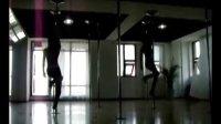 依繁钢管舞视频-03 零七七影院手机IOS版下载相关视频