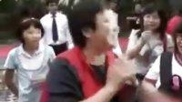 娱乐快报:经纪人称刘烨绝不移民 代其向媒体发喜糖致谢