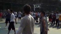超酷意外惊喜!纳什突现北京东单与普通球友打篮球踢足球
