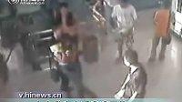 数名男子当众性骚扰女大学生.www.123huaiyun.com