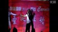 嘉宾主持人泓羿 青岛皇廷国际休闲会馆 与实力摇滚阿哲调侃、配戏