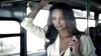 少妇淡定挤公交美胸乱颤 Berlei内衣性感短片[高清版]