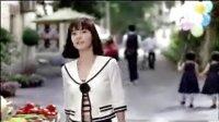 德芙在电视上很少播过的广告,女主角超漂亮,广告很有爱丽丝梦游仙境的感觉,不看绝对后悔