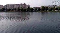 首次在翠园湖中航行的沪东级导弹艇