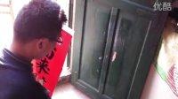 2011春节:弟弟驾北京现代御翔车回农村老家贴对联