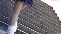 实拍日本女生校服照 衣不遮体裙难遮臀