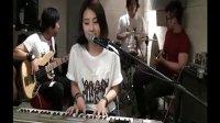 【偶】 网络爆红Android Girl新版手机弹唱Maroon5热单,Sunday morning