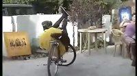 视频: 别看哥单车破 玩起特技也是杠杠的
