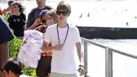 【Johnny】养养眼,贾斯汀比伯Justin Bieber携女友夏威夷冲浪