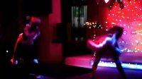 实拍俄罗斯酒吧长腿美女的可爱舞蹈