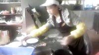 杰斯特比萨店准备工作期间视频(披萨制作面饼压制)