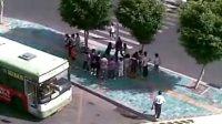厦门软件园的一群跳钢管舞的男人女人们