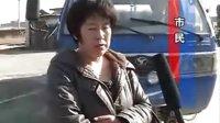 大石桥草原兴发涮园女经理扬言砸记者摄像机
