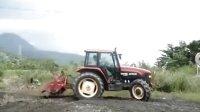 纽荷兰 M-115拖拉机 耕地