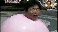 日本搞笑短片!橡胶球男人