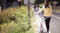 美女拍摄复古自行车广告 超有气质