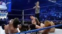 WWE【UT8D.COM】大秀哥单挑NXT五人众军团