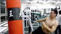 健身房练鞭腿,欢迎指导。