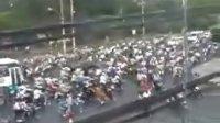 奇迹!泰国老百姓超牛的驾驶技术
