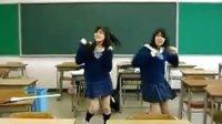 两个高中女生搞笑舞蹈