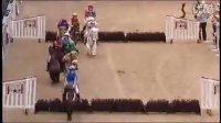 欢乐的 Shetland 矮种马儿童场地障碍赛