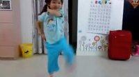 小妞妞的舞蹈表演--儿歌《我是小海军》