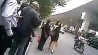上海好身材少妇早晨上班赶路。