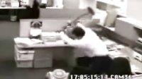 办公室里的冲动!很暴力很好笑!