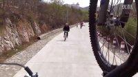 极速空间 北京平谷 下山23个弯道 视频2 美女下山