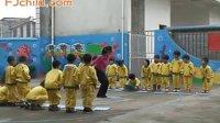 幼儿园中班体育游戏《小青蛙捉害虫》