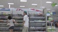 在超市人多的地方放屁