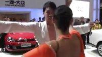 河南省郑州市国际车展现场热裤美女如云,性感美女走秀.