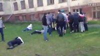 阿塞拜疆的和毛子光头党群殴光头党不行了 哎 一群2B也有今天