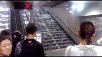 [拍客]北京突降暴雨 4号线陶然亭站变威尼斯