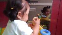 宝宝厨房偷吃玉米