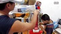 武汉牛人父子废旧纸盒打造3米高变形金刚3擎天柱机器人