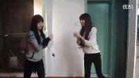 俩美女跳舞
