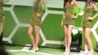 中国移动公司的性感美女小姐们穿着紧身蜜蜂内衣舞台热舞.