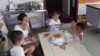 在隔壁DIY蛋糕店参加团购的顾客到DIY烘焙蜜码坊聚会